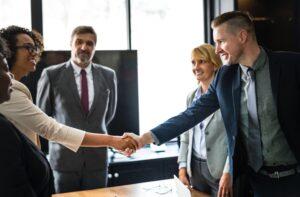 integrar a un nuevo empleado en la oficina
