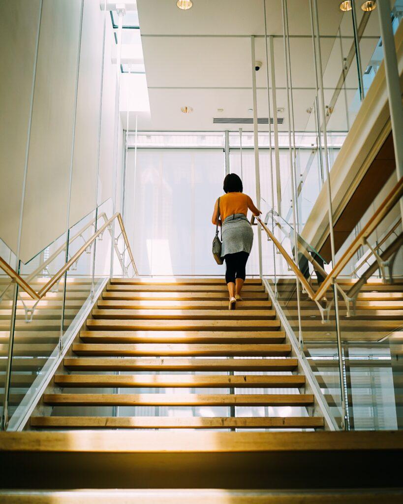 5-ejercicios-que-puedes-hacer-en-la-oficina