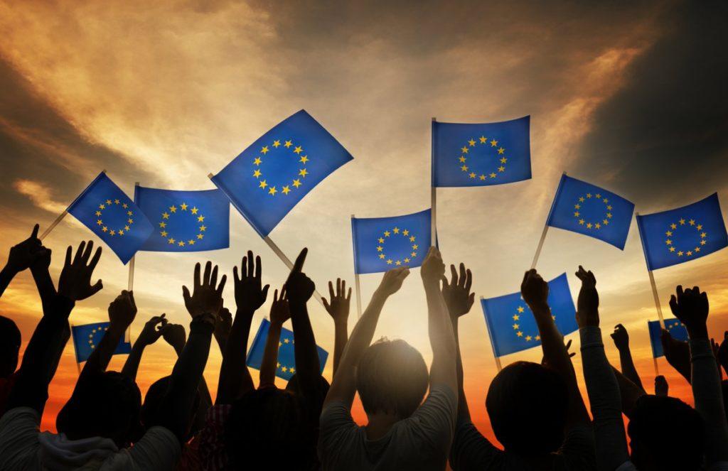 La Unión Europea impulsa Garantía Juvenil, un plan de ayudas a parados jóvenes.
